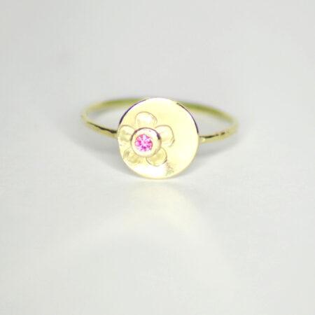 Ring aus 585 Recycling Gold mit Goldplatte groß und Rhodolith