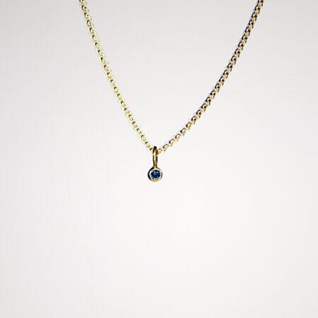 Kettenanhänger aus 22 Karat Gelbgold mit blauem Diamant