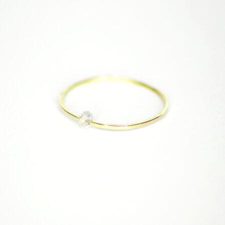 Ring aus 585 Recycling-Gold mit beweglichem transparenten Zirkon